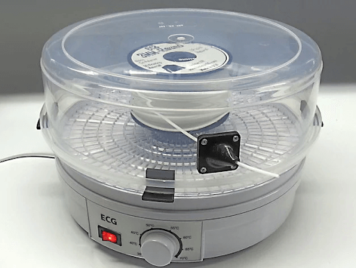 food dehydrator can be used to dry filament