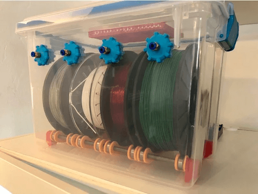 storage of filaments using an enclosed container to prevent moisture ingress